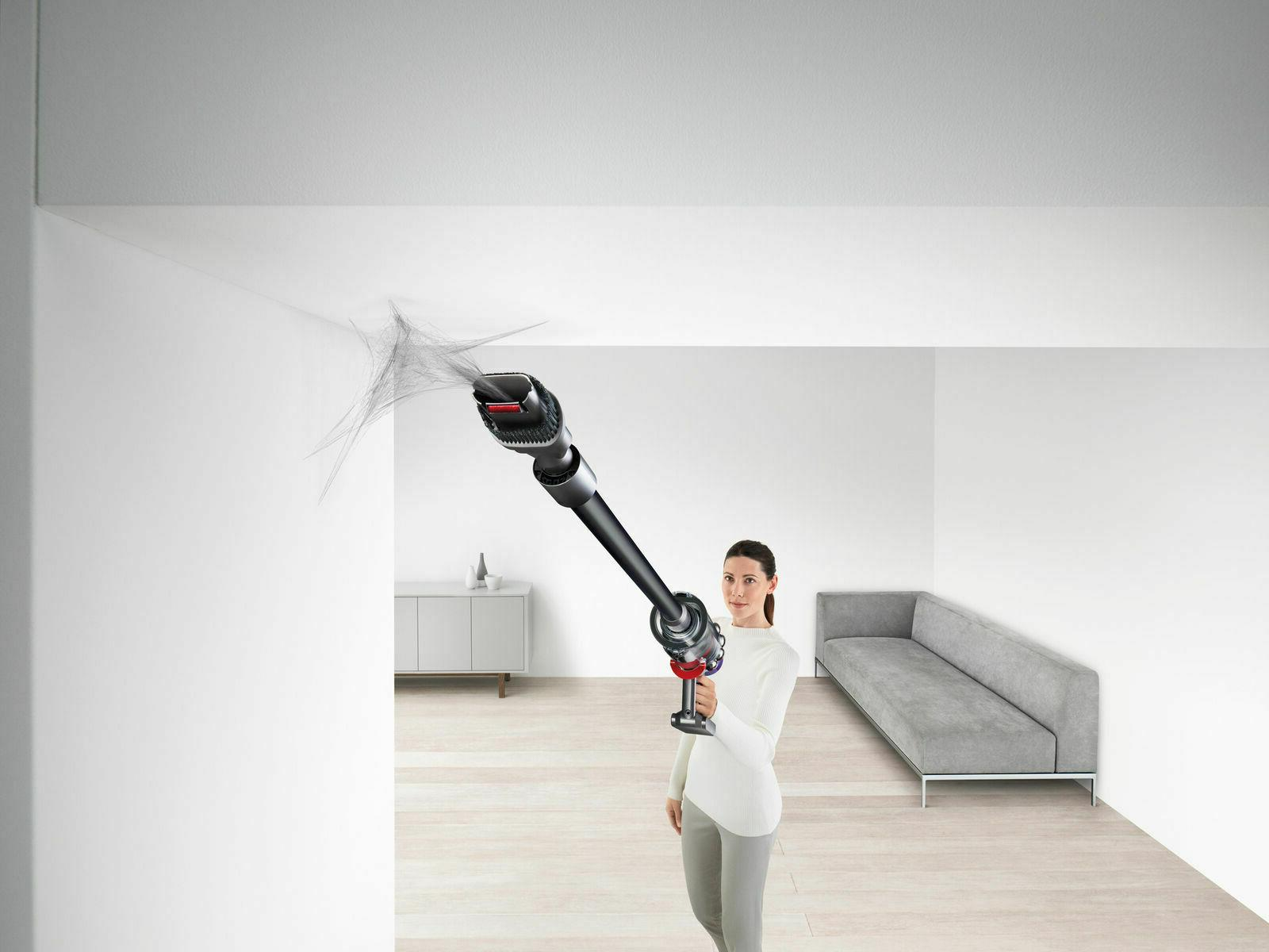 Dyson Cyclone pro wireless cleaner with accessories new