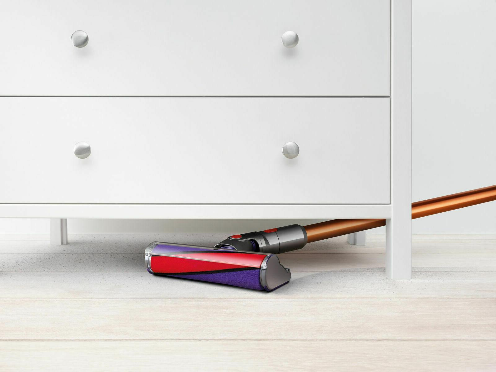 Dyson V10 pro with accessories